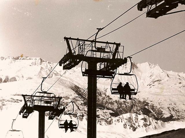 Ski lift, high contrast, les arcs