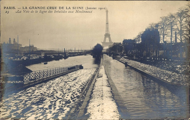 Image showing the flooded railway tracks of the Invalides train line in Paris during the 1910 Great Flood of Paris